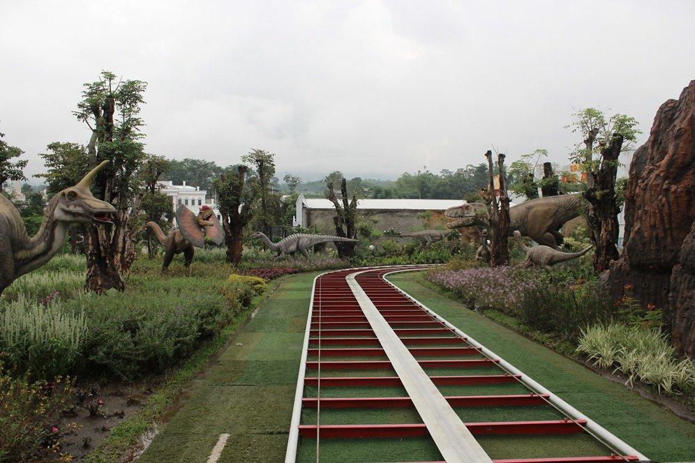Malang Merdeka Serunya Main Seharian Sederetan Dino Park Jatim 3