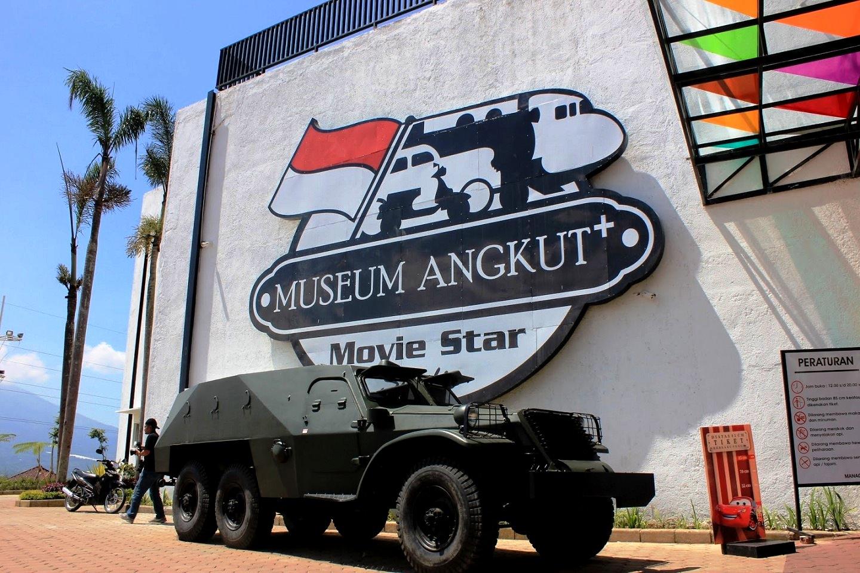 Museum Angkut Wisata Edukasi Bertema Transportasi Malang Jawa Timur Topeng