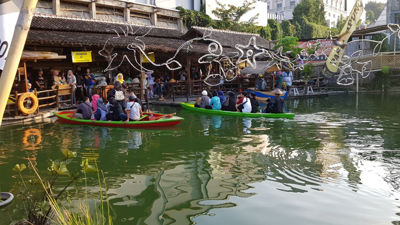 Beda Wisata Kuliner Pasar Apung Batu Sensasi Nusantara Kota