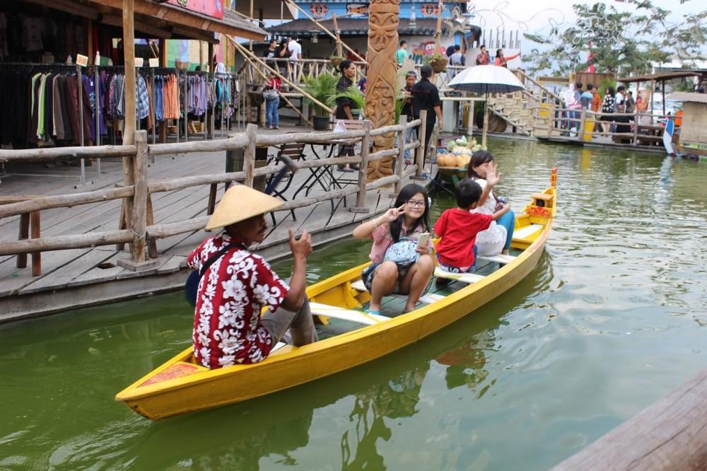 Menikmati Kuliner Nusantara Sambil Naik Perahu Batu Batikplatform Foto Galeri