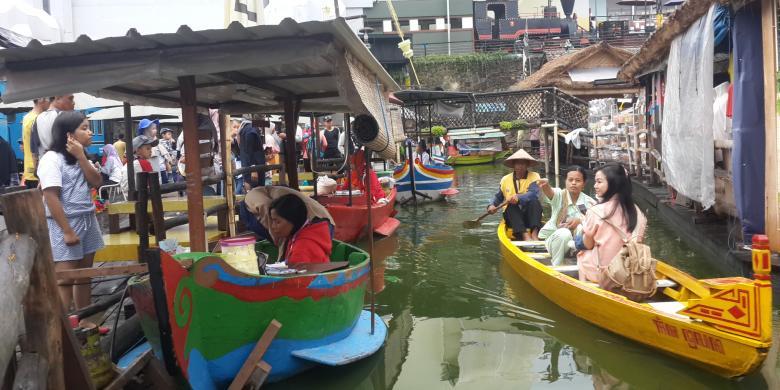 Menikmati Sensasi Klasik Pasar Apung Kota Batu Kompas Nusantara