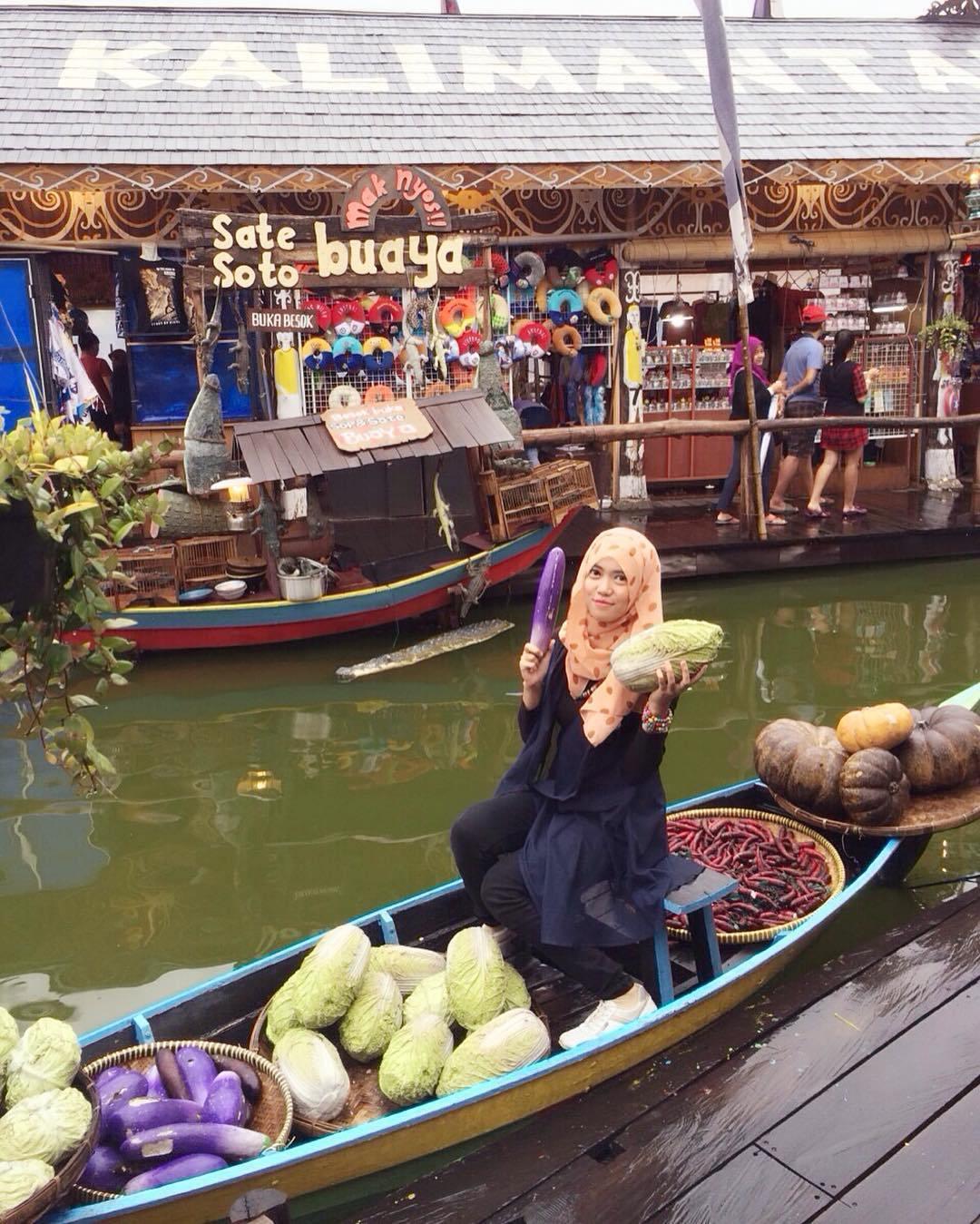 Pasar Apung Fotogenik Menarik Traveling Yuk Nusantara Batu Kota