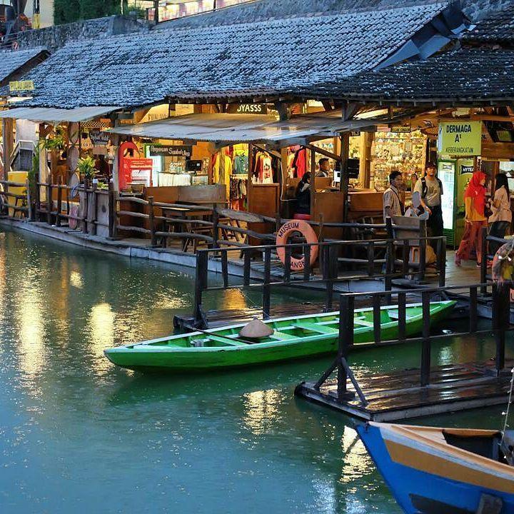 Pasar Apung Nusantara Malam Hari Traveling Dulu Foto Liburanhits Kota