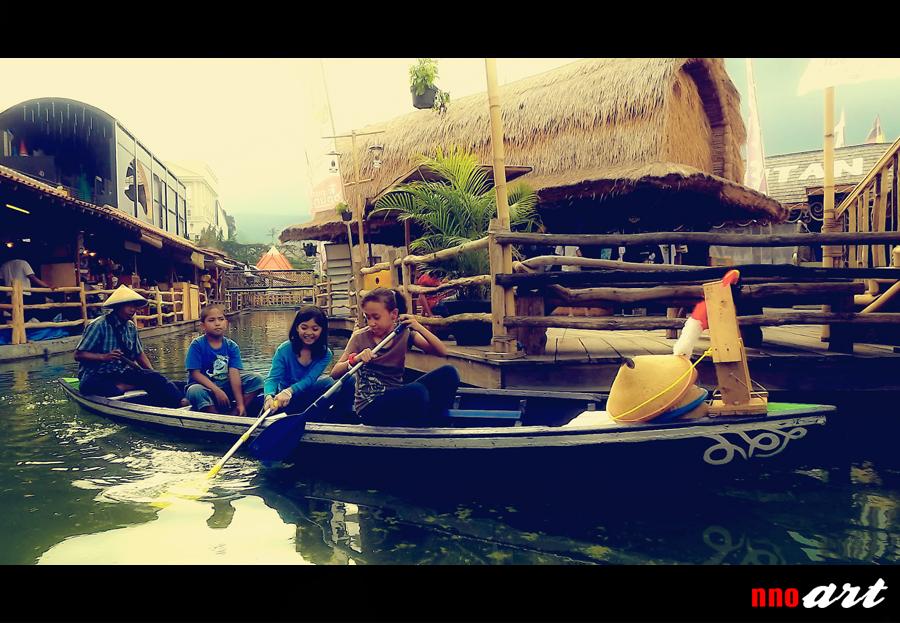 Siang Malam Pasar Apung Nusantara Museum Angkut Batu Nnoart Perahu