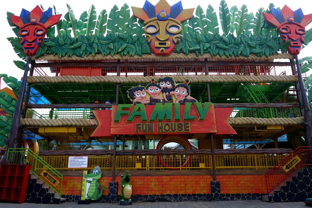 Predator Fun Park Wahana Wisata Pecinta Binatang Buas Batu Guwanto