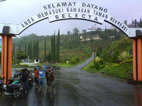 Biro Wisata Fortekindo Tour Taman Rekreasi Selecta Batu Malang Jatim