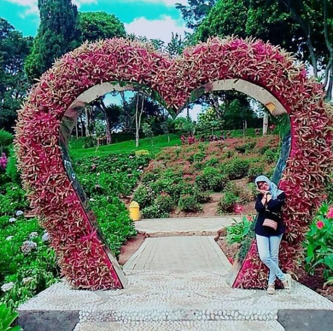 Taman Bunga Selecta Bagaikan Eropa Gogotrans Malang Kota Batu Ternyata