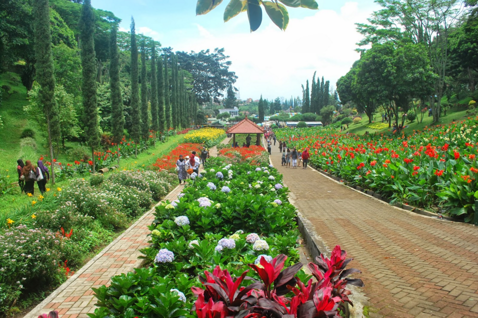 Wisata Bahari Taman Selecta Batu Malang Tempat Ramai Kota