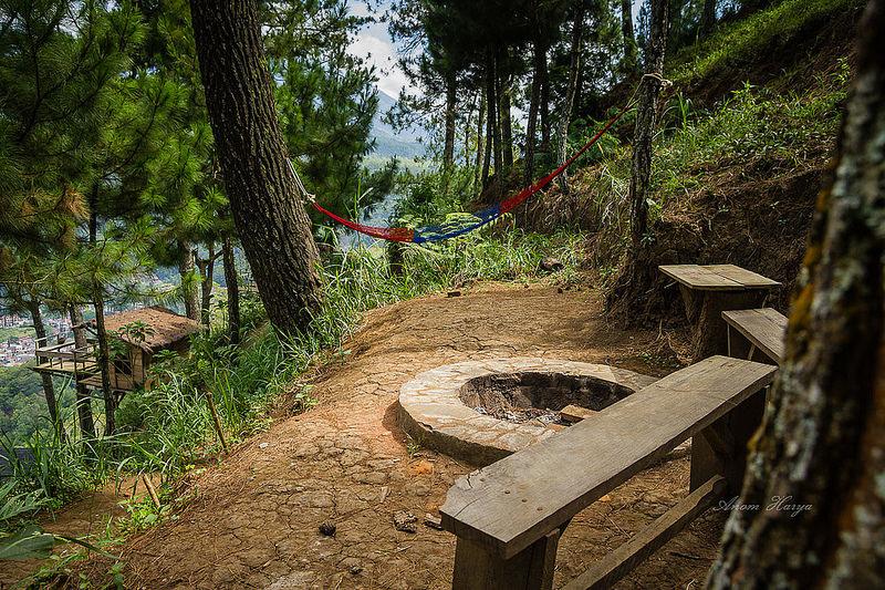 Omah Kayu Rumah Unik Tebing Bukit Petualangan Anom Harya Dingklik