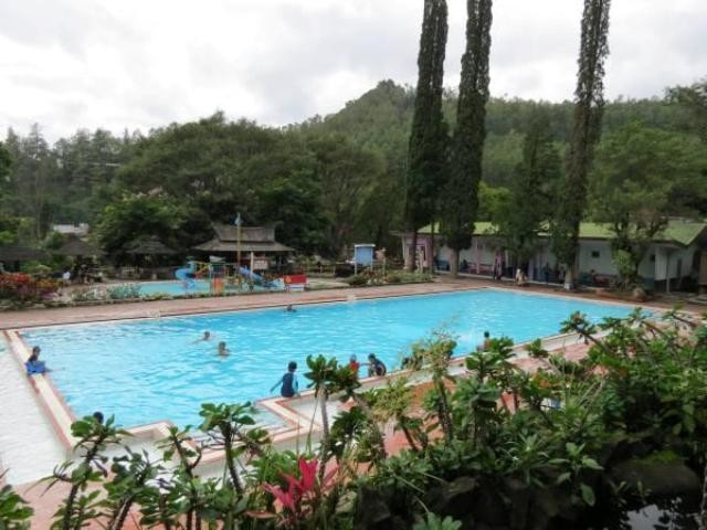 Melirik Indahnya Alam Wisata Songgoriti Sejuk Klikhotel Tirta Nirwana Kolam