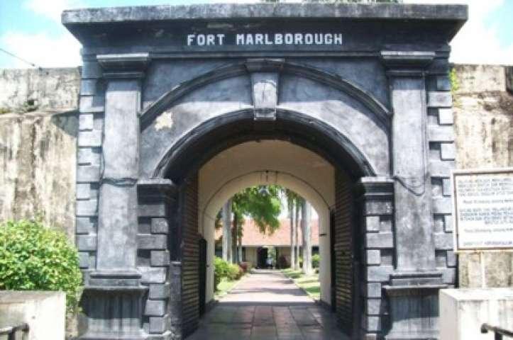 Benteng Marlborough Saksi Bisu Penjajahan Inggris Apentour Peninggalan Sejarah Kolonial