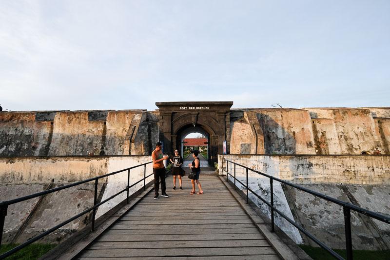 Cukup Sehari Berkeliling Bengkulu Wira Nurmansyah Benteng Marlborough Kota