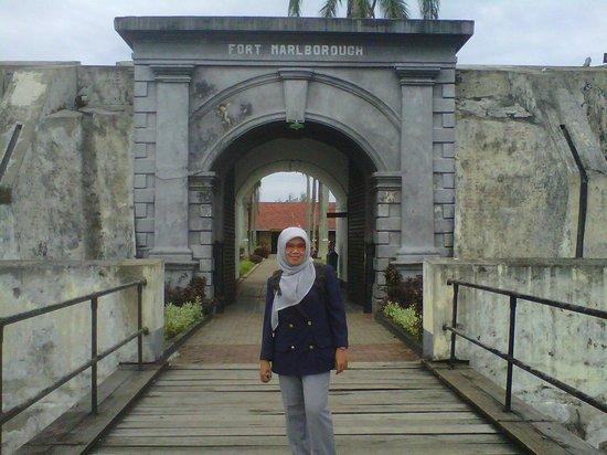 Depan Gerbang Benteng Marlborough Picture Fort Kota Bengkulu