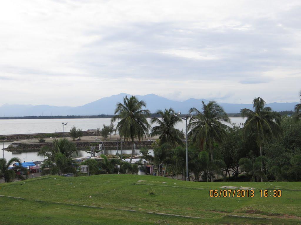 Pemandangan Bukit Barisan Benteng Marlborough Kota Bengkulu