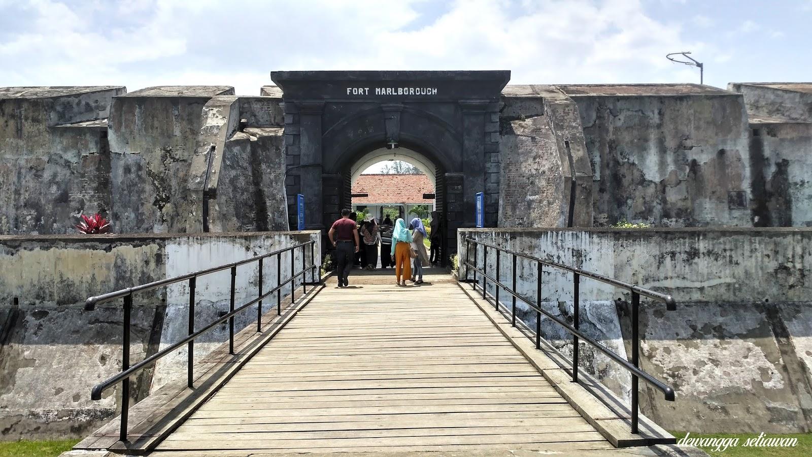Wisata Sejarah Benteng Fort Marlborough Bengkulu Dewangga Setiawan Gerbang Masuk