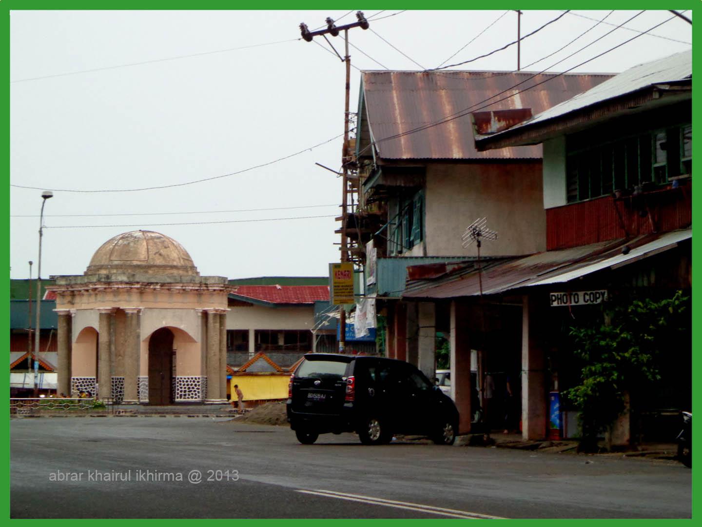 Abrar Khairul Ikhirma Kuburan Bulek Kota Bengkulu Satu Monumen Beberapakali