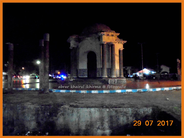Abrar Khairul Ikhirma Malam Monumen Thomass Parr Kawasan Pasar Kampung