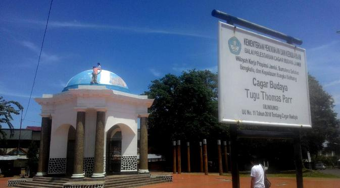 Cat Biru Tugu Thomas Parr Bengkulu Undang Protes Hebat Regional