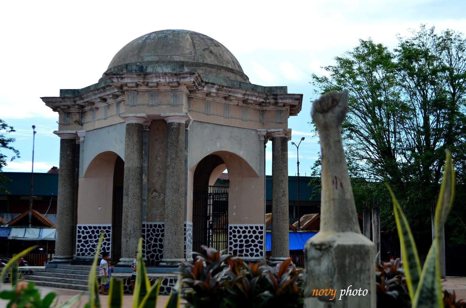 Colour Fn Monumen Perjuangan Rakyat Bengkulu Tugu Thomas Parr Bangunan