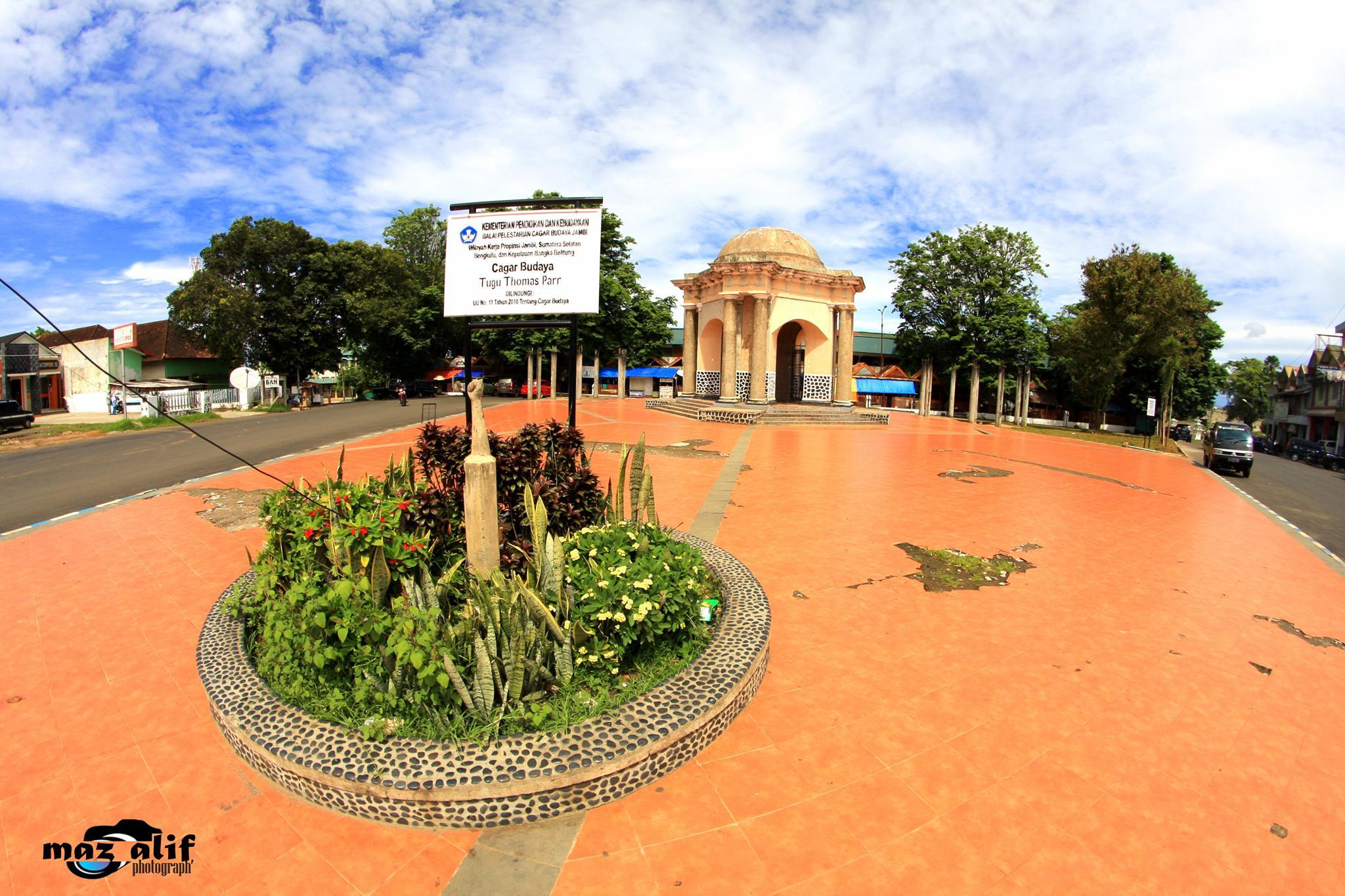 Sejarah Pemerintah Provinsi Bengkulu Pariwisata Tugu Thomas Parr Monumen Kota