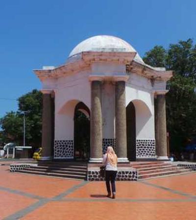 Thomas Parr Monumen Bengkulu Picture Monument Kota