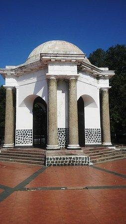 Thomas Parr Monumen Bengkulu Picture Monument Thos Paar Full View