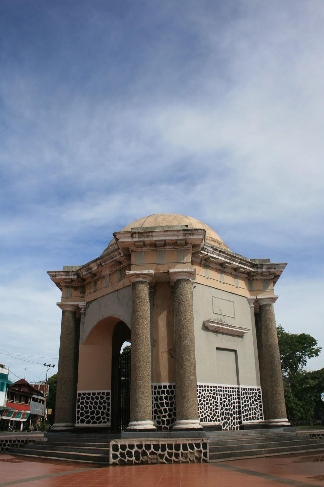 Thomas Parr Monument Monumen Kota Bengkulu