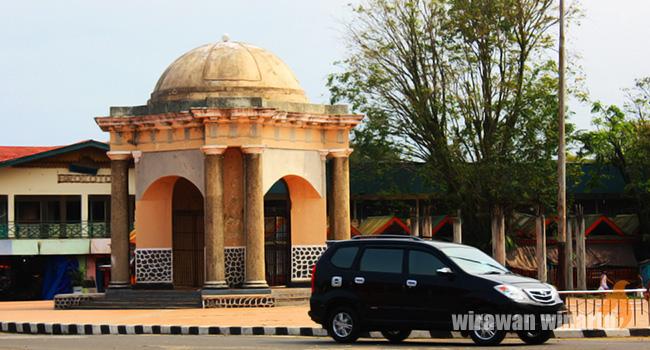 Thomas Parr Terusik Tunawisma Satu Sebuah Monumen Simpang Kota Bengkulu
