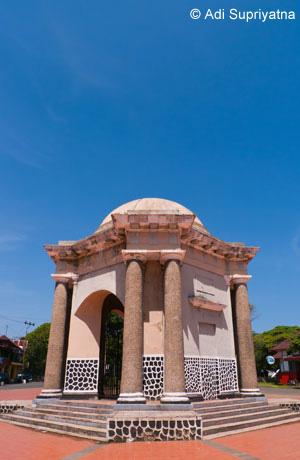 Travelnet Id Bengkulu Wisata Sejarah Kota Monumen Berdesain Unik Setinggi