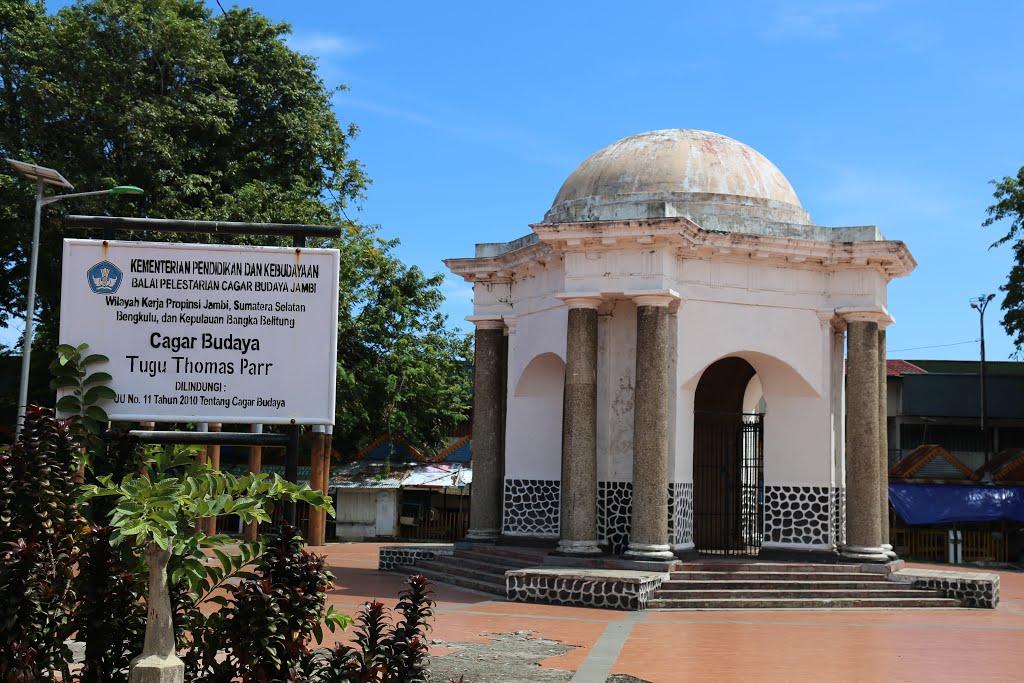 Tugu Thomas Parr Bengkulu Monumen Kota