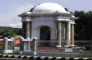 Tugu Thomas Parr Bumi Nusantara Tomas Monument Salah Satu Bangunan