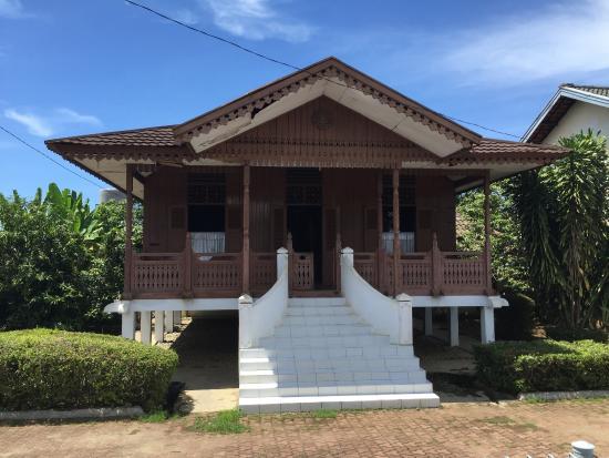 Luar Rumah Ibu Fatmawati Foto Soekarno Musium Bengkulu Kota