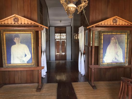 Pintu Masuk Rumah Ibu Fatmawati Picture Soekarno Musium Bengkulu Kota