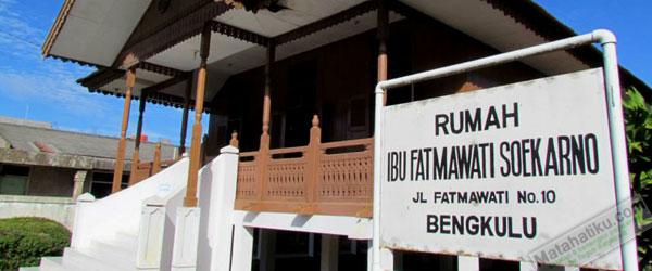 Wihans Web Indonesia Wisata Sejarah Mengunjungi Rumah Ibu Soekarno Bengkulu