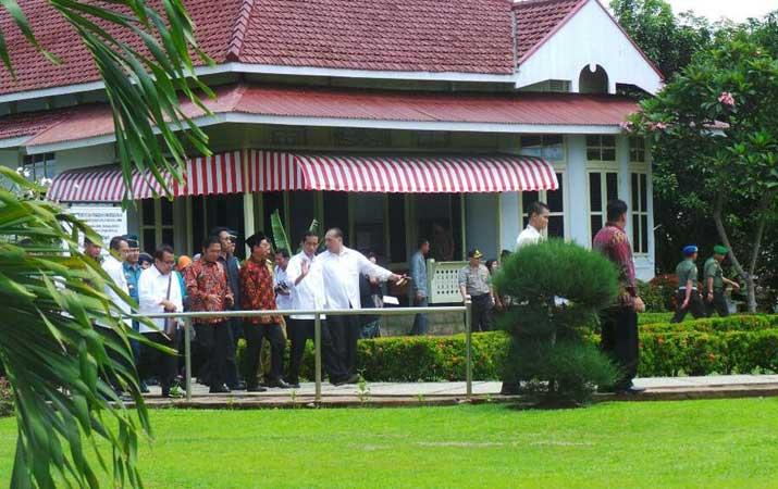 Berita Sebelum Riau Jokowi Menengok Rumah Pengasingan Bung Karno Bengkulu