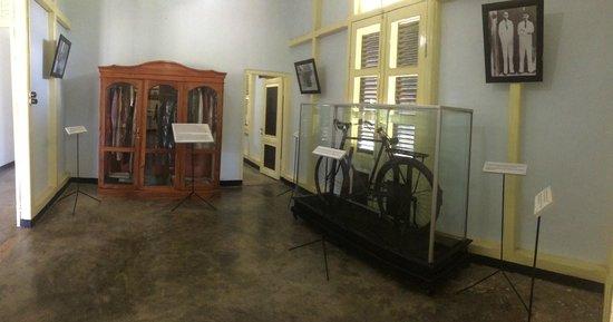 Ruangan Depan Foto Rumah Pengasingan Bung Karno Bengkulu Kota