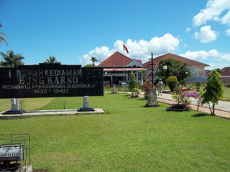 Rumah Pengasingan Bung Karno Paket Tour Padang Bukittinggi Rental Kota