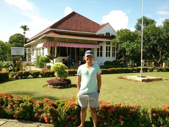 Taman Depan Rumah Pengasingan Bung Karno Photo De Asri Tengah