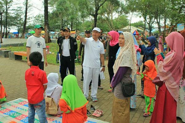 Objek Wisata Bengkulu Ramai Pengunjung Antara News Taman Pantai Berkas