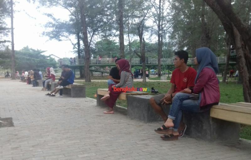 Taman Hijau Berkas Destinasi Masyarakat Bengkulu News Pengunjung Menikmati Suasana