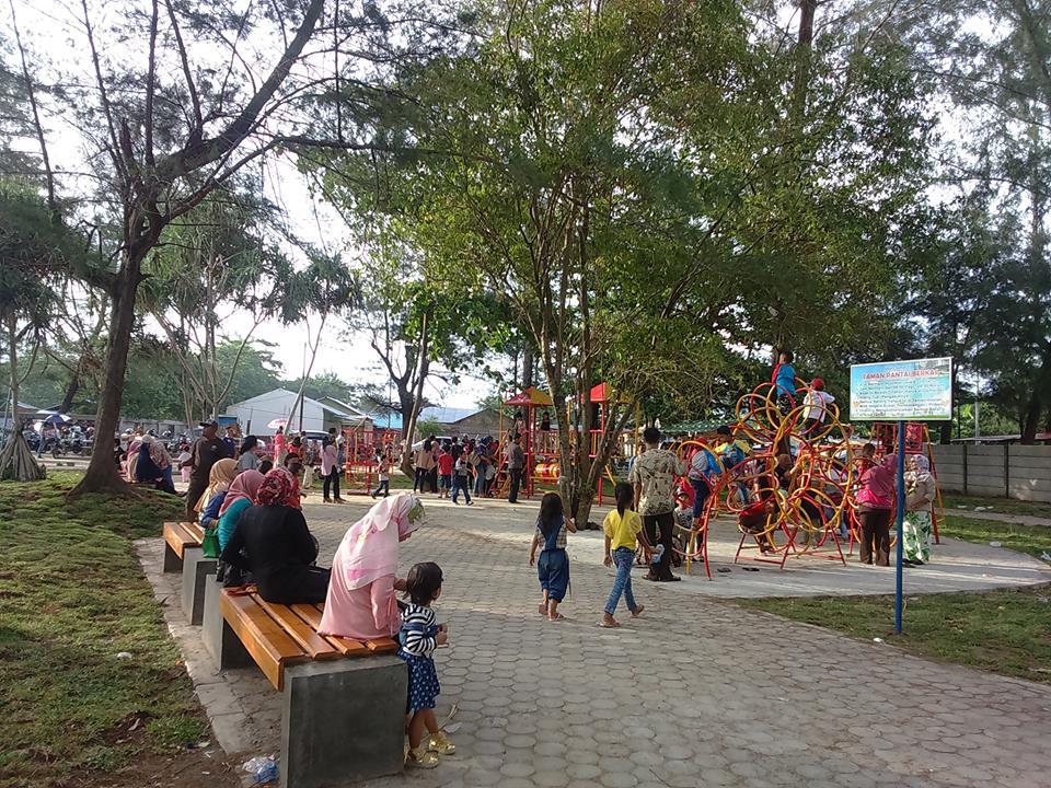 Taman Hitz Bengkulu Suasana Pantai Berkas Area Bermain Anak Kota