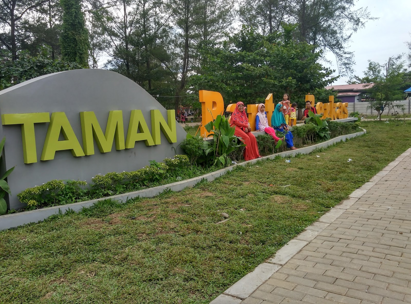 Taman Pantai Berkas Bengkulu Arena Bermain Buat Anak Asik Cocok
