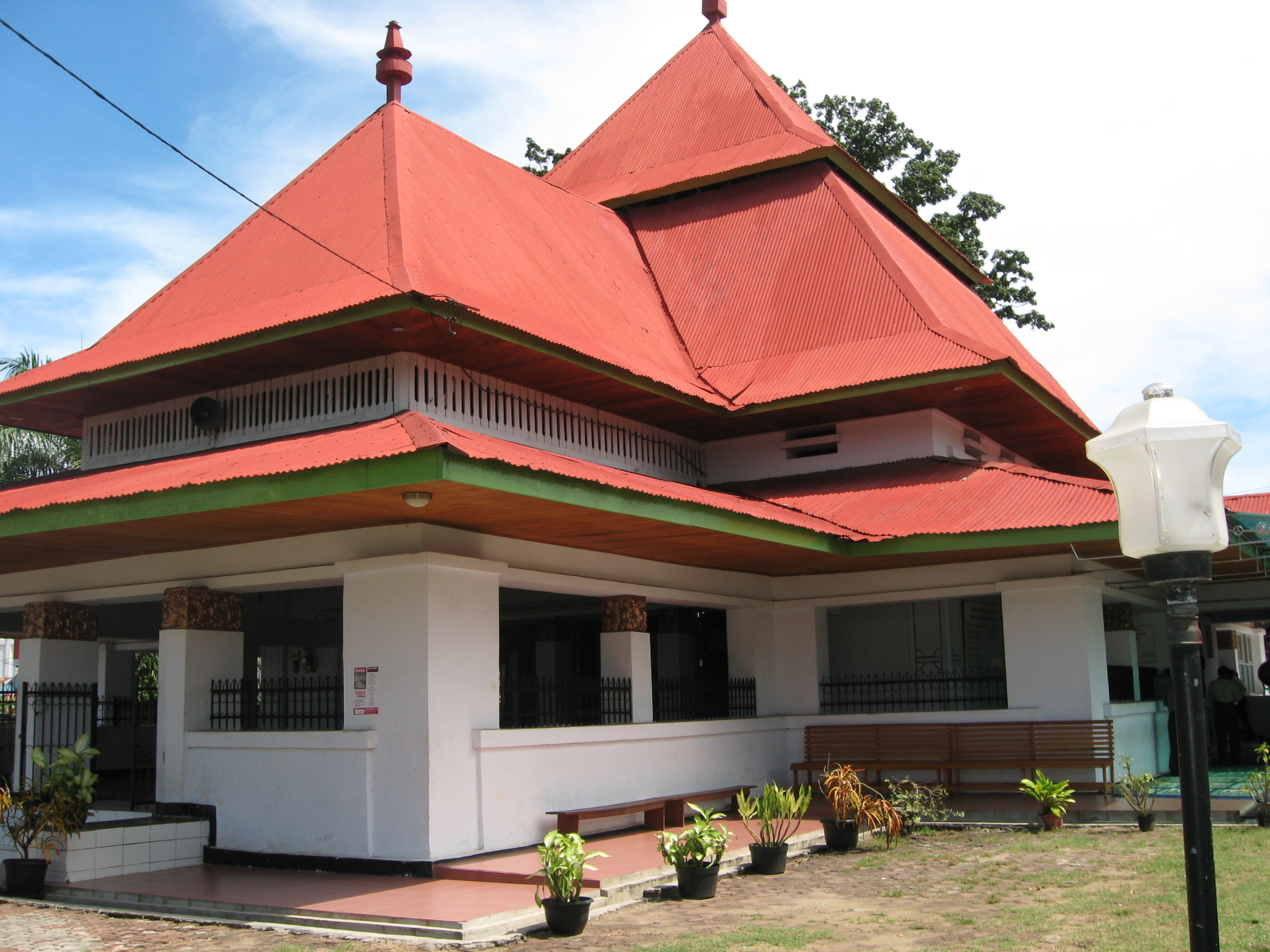 10 Tempat Wisata Bengkulu Wajib Dikunjungi Masjid Jamik 300x225 Taman