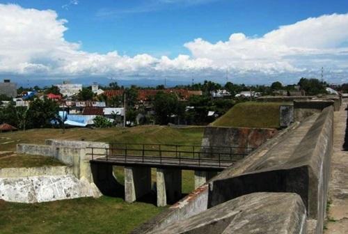 Tempat Wisata Bengkulu Wajib Kunjungi Benteng Marlborough Taman Keluarga Kota