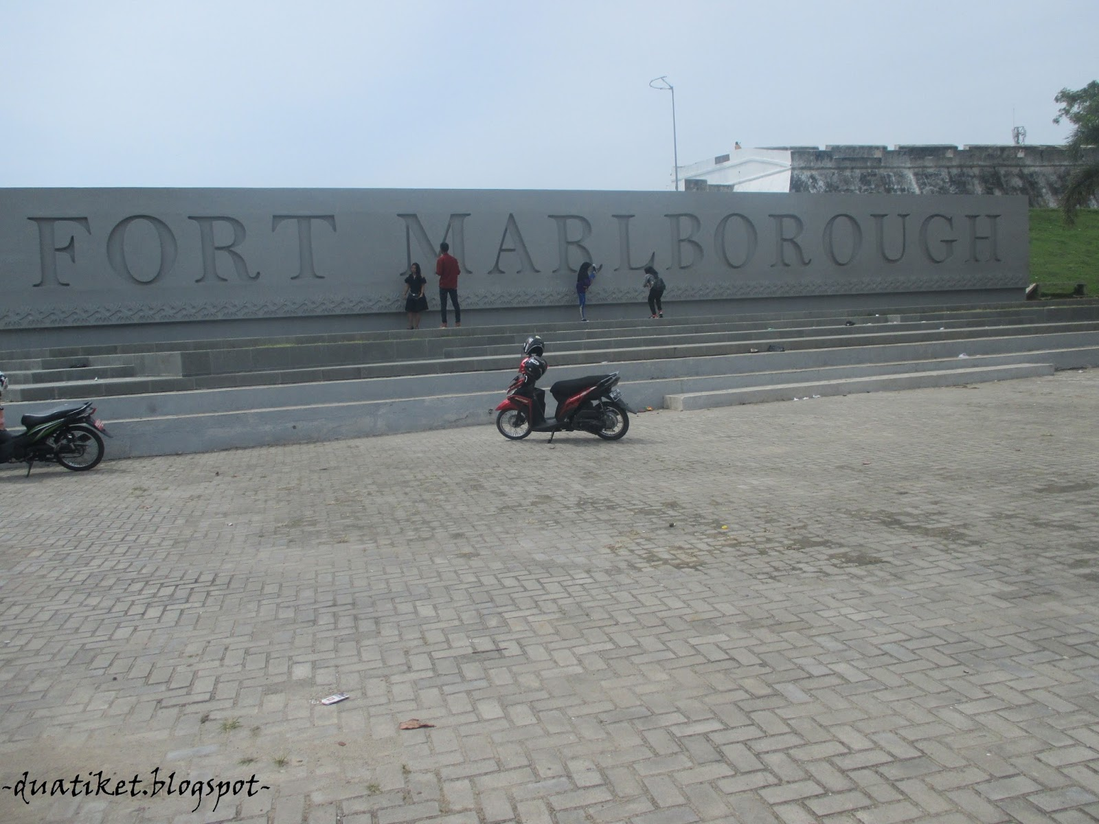Duatiket Indonesia Travel Blog Wisata Bengkulu Kemana Seberang Tugu Pers