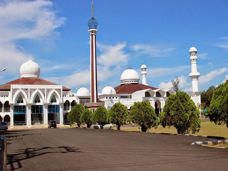 Masjid Raya Baitul Izzah Pesona Wisata Bengkulu Jpg Tugu Pers