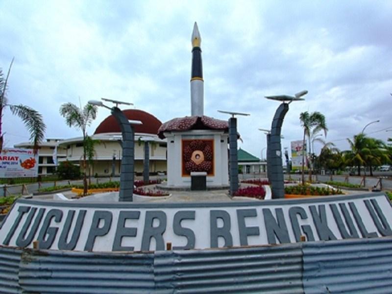 Pesona Wisata Tugu Pers Bengkulu1 Jpg Bengkulu Kota