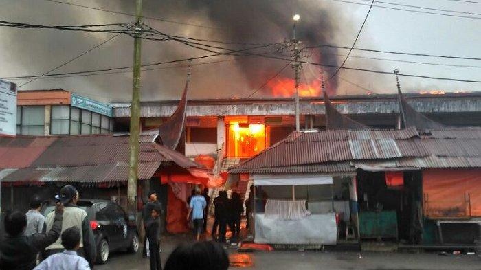 Breaking News Pasar Atas Bukittinggi Terbakar Wartakota Kota