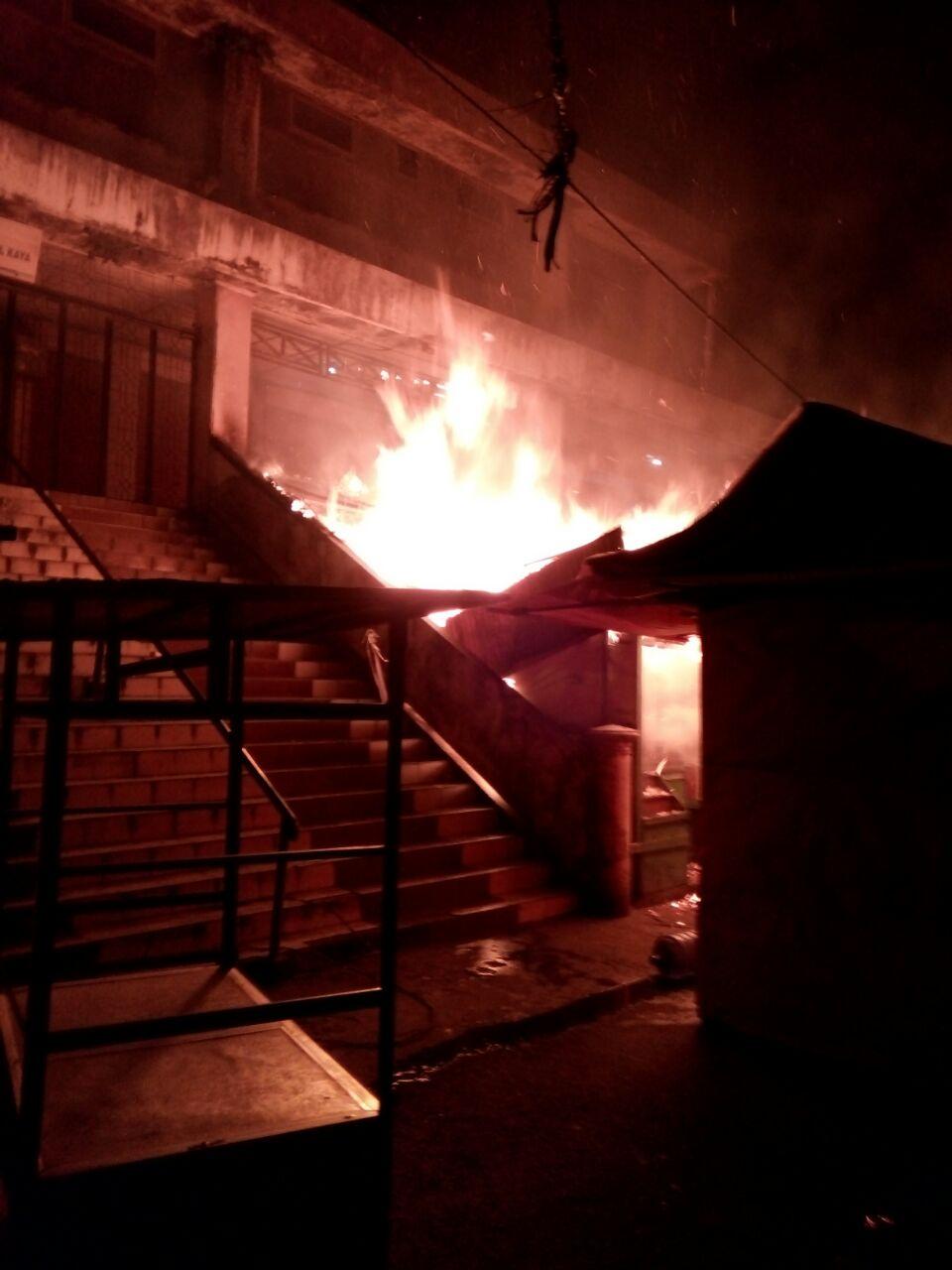 Dua Kios Pasar Atas Bukittinggi Habis Terbakar Kabar Nagari Kota