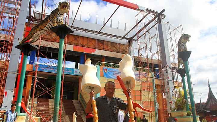 Jk Pemerintah Bakal Bantu Rehabilitasi Pasar Atas Bukittinggi Pedagang Mengangkat
